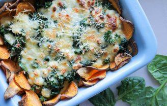 Heerlijke zoete aardappel schotel met mozzarella en spinazie