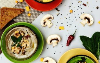 Romige bloemkoolsoep met champignons.