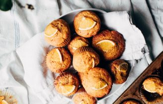 Luchtige sinaasappel muffins voor bij de koffie