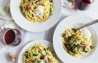 Spaghetti carbonara met spruitjes & kastanje champignons