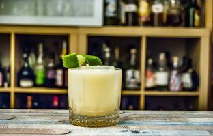 Dry January: virgin cocktail met limoen en kokos.