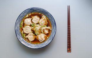 Wontonsoep met shiitakes en tofu wontons