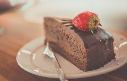 No-bake chocolade taart met Baileys slagroom