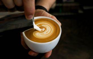 Kitchen Hack: zo maak je een hartje in je cappuccino